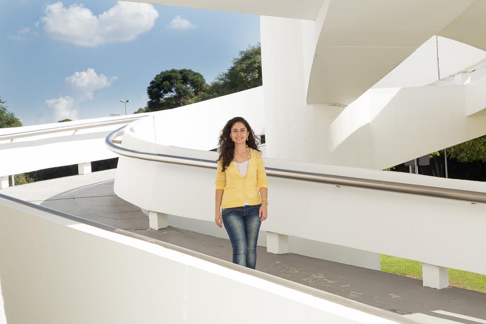 Lucia, refugiada síria e reingressa da UFPR, pretende trazer a influência do Oriente Médio para a arquitetura brasileira.