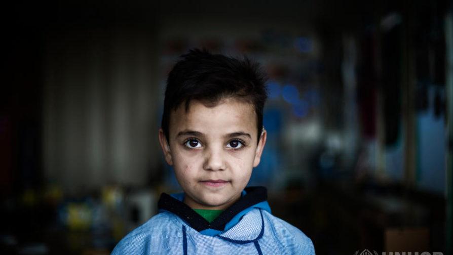 Marcado pela guerra da Síria, menino de 7 anos encontra novo caminho