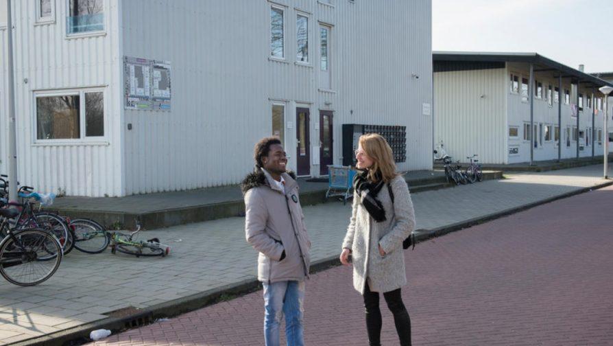 Projeto habitacional inovador aproxima jovens holandeses de refugiados