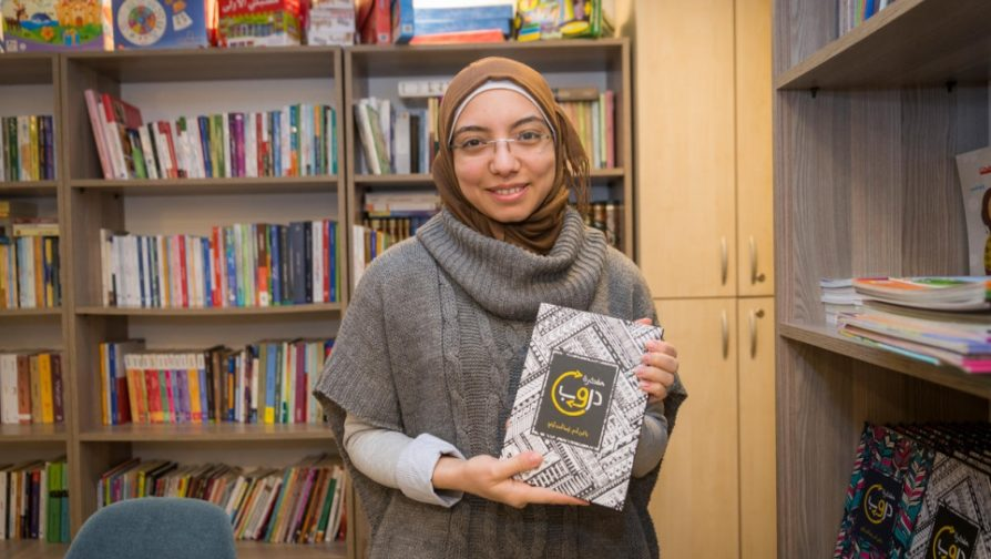 Refugiada síria abre livraria árabe em Istambul
