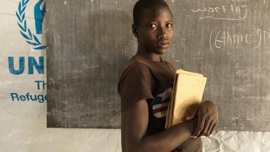 É a vez delas: 7 maneiras de ajudar meninas refugiadas a irem à escola