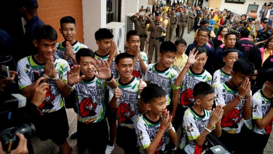 ACNUR parabeniza decisão da Tailândia de conceder cidadania aos meninos e ao treinador resgatados da caverna