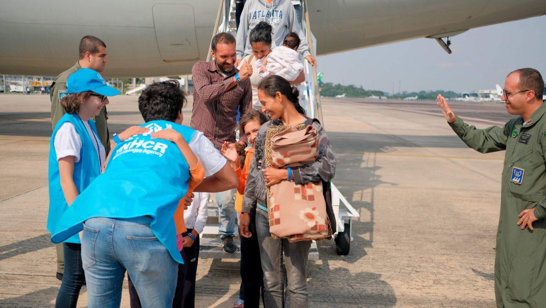 Equipe do ACNUR recebe famílias venezuelanas em Manaus