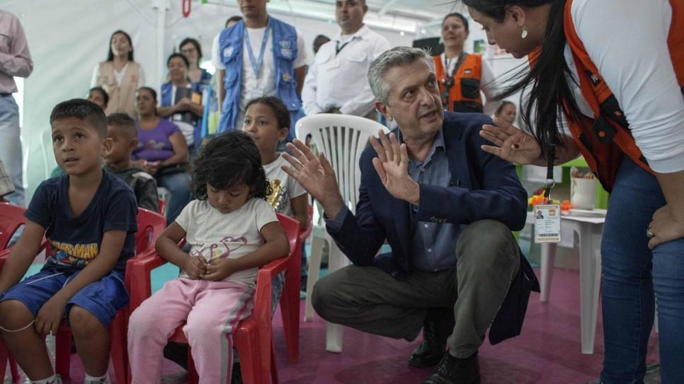 Filippo Grandi em visita na Colombia2