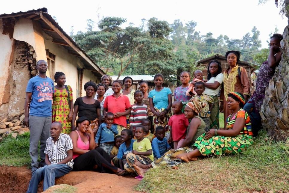Jeanne com as familias que recebe em casa