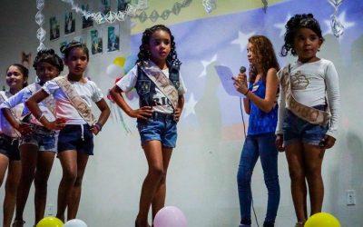 Desfile de beleza com crianças venezuelanas movimenta abrigo para refugiados e migrantes em Boa Vista