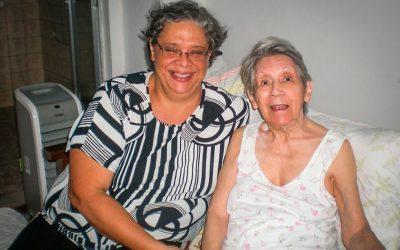 """Venezuelana é contratada para cuidar de idosa no RJ: """"Reencontrei a paz"""""""