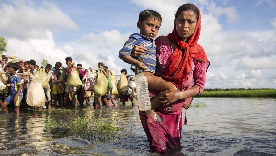 Com o filho no colo, Jorina atravessou um pântano e cruzou o rio Naf em busca de segurança
