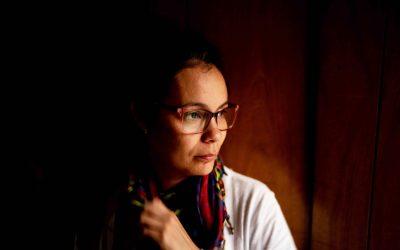 Entre arepas e literatura, Marifer Vargas leva solidariedade a seus conterrâneos