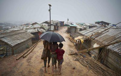 Fortes chuvas inundam assentamentos de rohingyas em Bangladesh