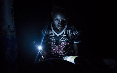 No topo da sua classe e buscando por mais, um jovem refugiado do Sudão do Sul luta contra as probabilidades