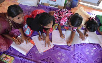 Jovens refugiados rohingya lutam para manter vivo o sonho por educação