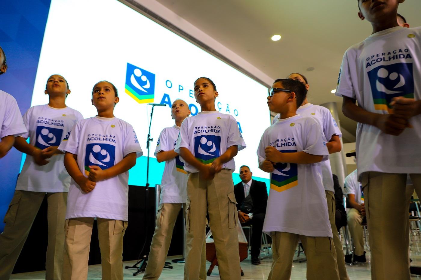 Crianças cantam durante apresentação no Palácio do Planalto