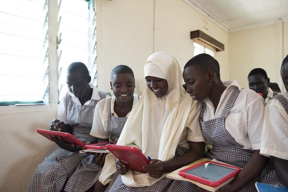 Os estudantes do contam com o apoio de tablets durante as aulas