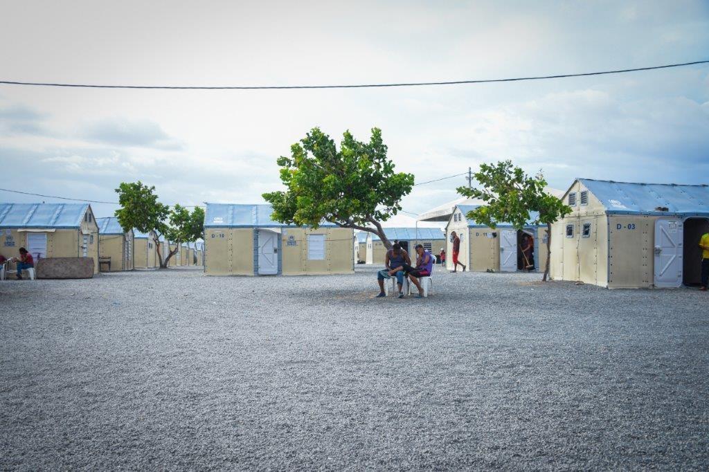 O abrigo Rondon 3 acolhe atualmente cerca de 1.100 pessoas, entre adultos, idosos, jovens e crianças. Os abrigos para refugiados e migrantes da Operação Acolhida são administrados pelo ACNUR com o apoio das organizações parceiras AVSI e FFHI