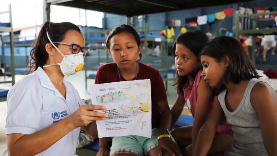 Cartilha multilíngue promove saúde de indígenas venezuelanos refugiados no Brasil