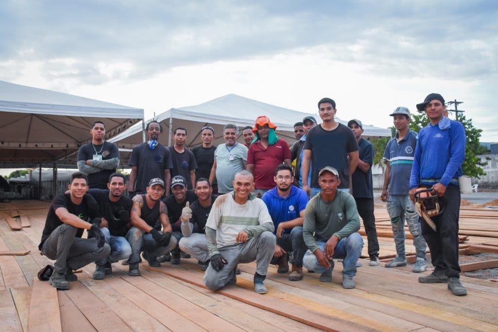Trabalhadores venezuelanos e brasileiros que atuam com a Operação Acolhida e agências da ONU para concluir a APC de Boa Vista