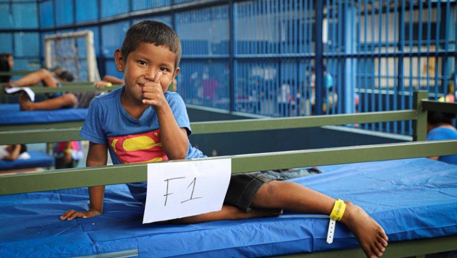 Em meio à pandemia da COVID-19, refugiados e migrantes indígenas venezuelanos Warao foram transferidos para um espaço seguro em Manaus