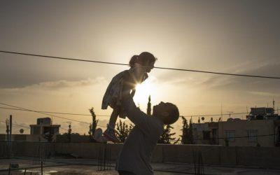 Família síria espera abertura de fronteira para começar nova vida na Noruega
