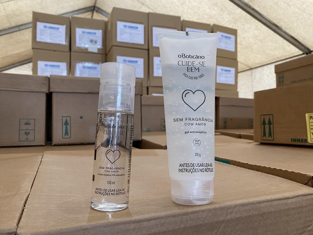 Metade do carregamento é composta de álcool em gel, e a outra metade, pela versão do produto em spray