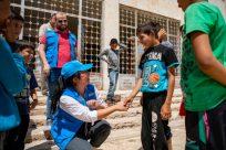 Chefe do ACNUR elogia trabalhadores humanitários que enfrentam crises múltiplas