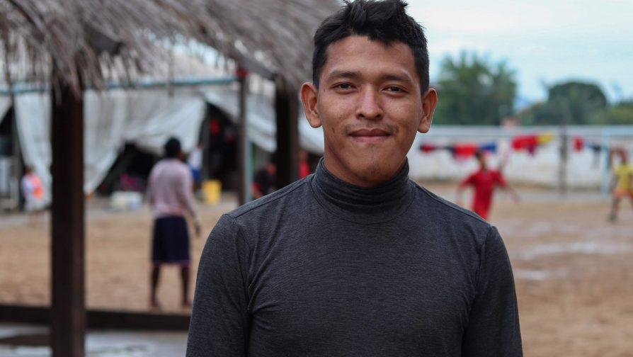 O indígena Warao, Jhon, no abrigo Pintolândia em Boa Vista