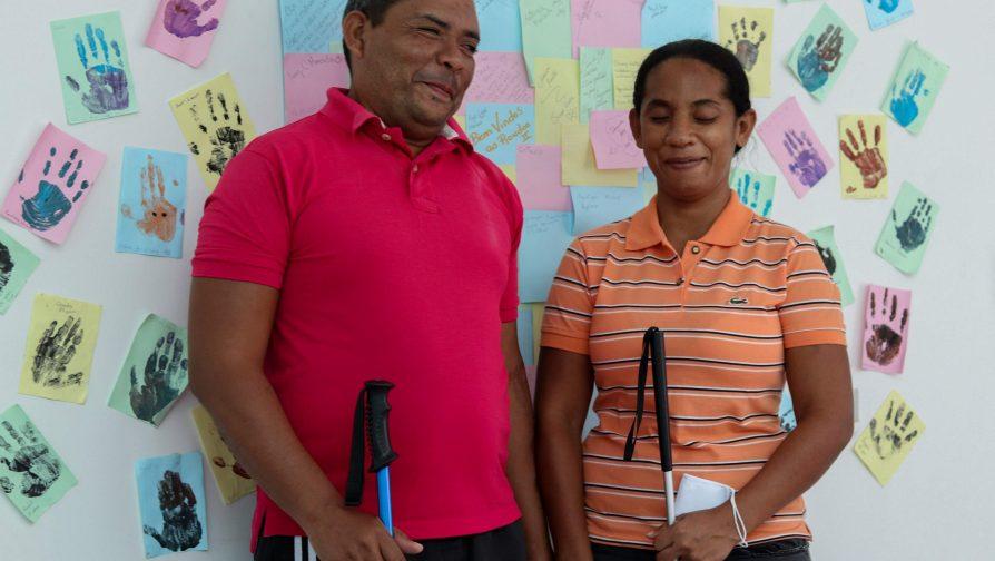 O casal de professores José e Gricel contam sobre as aulas de português no abrigo Rondon 2
