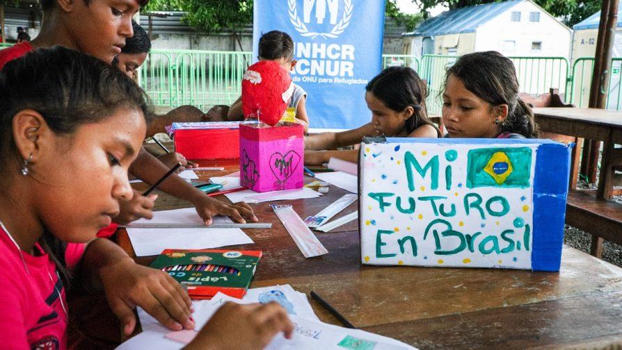 Crianças moradoras do abrigo São Vicente, em Boa Vista, participam do concurso de arte Meu Futuro no Brasil, no Dia Mundial do Refugiado 2020