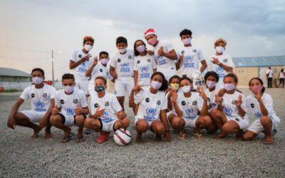ACNUR distribui uniformes do Santos FC para crianças venezuelanas em Boa Vista