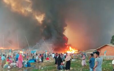 Incêndio em campo de refugiados em Bangladesh deixa 45 mil rohingya desabrigados