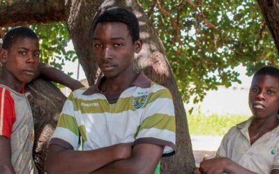 Amigos enfrentam perigos após fugirem sozinhos de ataques em Moçambique