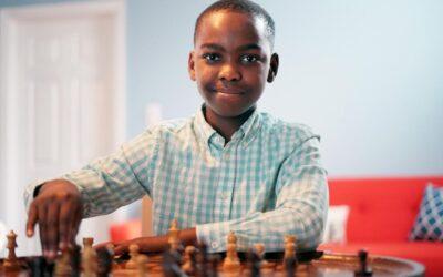 Conheça o jovem que chegou ao topo do mundo do xadrez