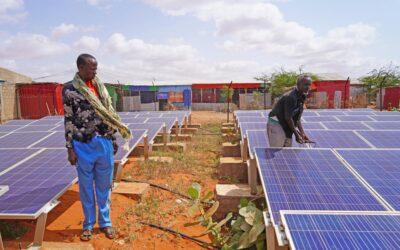 Cooperativas solares fornecem energia e renda a refugiados e comunidade local na Etiópia