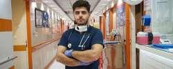 Moheyman, un refugiado iraquí, trabaja como enfermero en el Hospital T...