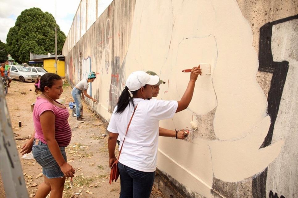 Las venezolanas Rilianys y Valeris participaron en las conversaciones y en la creación de los grafitis.