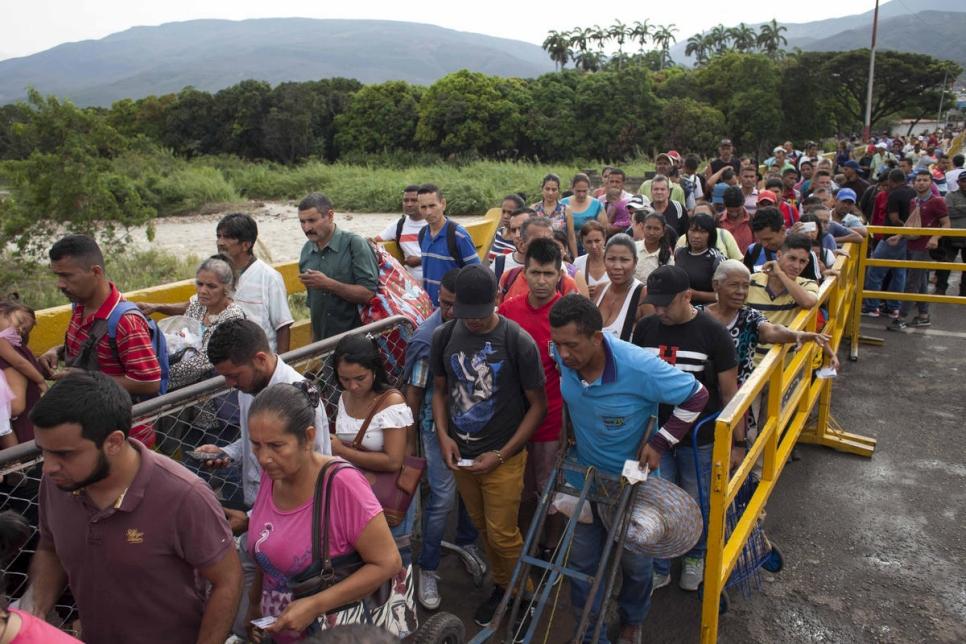 Más de 4.000 venezolanos entran a Colombia todos los días. Miles lo hacen a pie, cruzando el Puente Internacional Simón Bolívar.