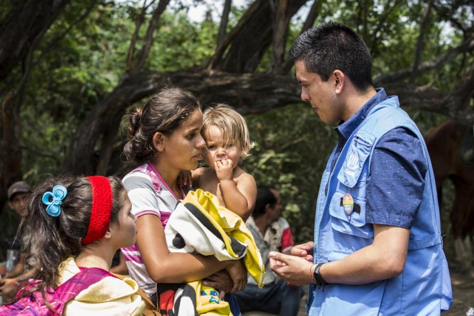 ACNUR - ACNUR: la mayoría de las personas que huyen de Venezuela necesitan  protección como refugiadas