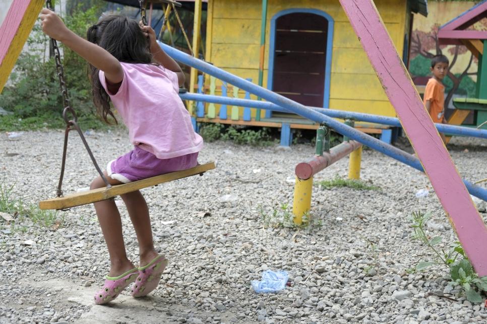 Las niñas también son víctimas de la violencia de género desde casa y tienen que huir para salvar su vida.