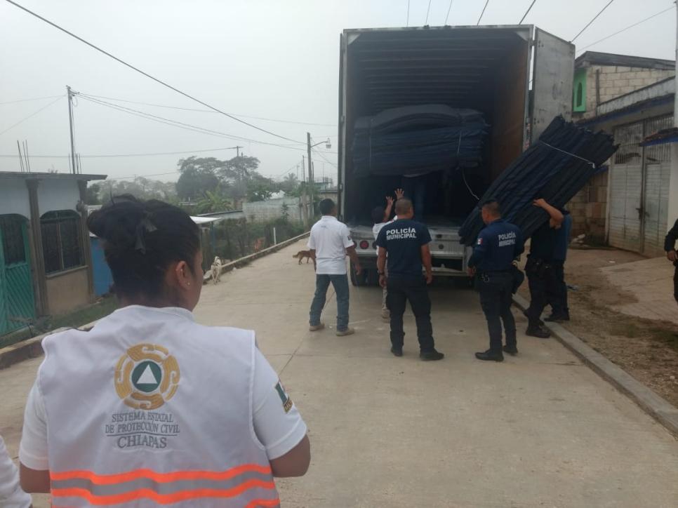 ACNUR entregó 3,000 colchonetas a Protección Civil de Chiapas para apoyar con el alojamiento de personas damnificadas en el municipio de Chilón.