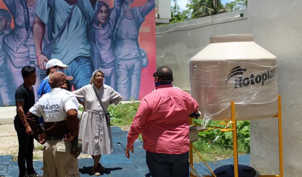 Dotar de agua a las comunidades forma parte de las acciones que toma el ACNUR.  @