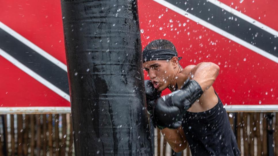 Incluso mientras realizaba trabajos temporales para llegar a fin de mes en Trinidad y Tobago, Eldric nunca dejó de vivir y respirar boxeo.