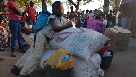 Families affected by the Cyclone Idai leave temporary shelter of IFAPA, in Beira, to transit centers closer to their places of origin in the district of Buzi (Mozambique)